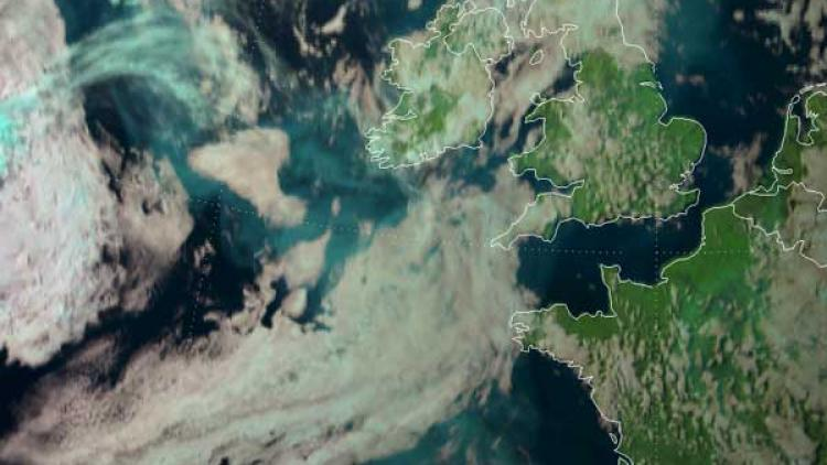 Plumes of smoke drifting from America to Western Europe